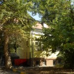Позвольте предложить Вашему вниманию восхитительный особняк конца ХIХ века в самом центре Москвы, 387,5 м.кв. с собственным земельным участком за 190 млн. руб.